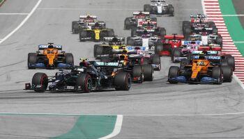 Hamilton é punido e perde corrida para companheiro de equipe