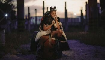 Após bafão com Anitta, cantora Ludmilla lança 'Cobra Venenosa'