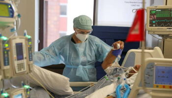 Brasil chega a 72,1 mil mortes por covid-19 e 1,86 milhão de casos