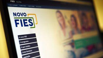 ALÍVIO NO BOLSO DO ESTUDANTE: Bolsonaro sanciona lei que suspende pagamento de parcelas do Fies