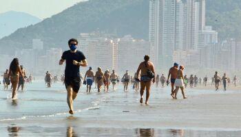 Mesmo com pandemia praias lotam em SP
