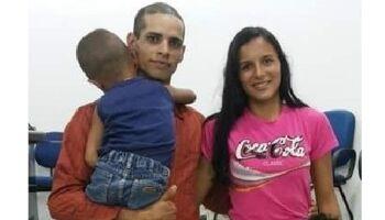 Jovem implora por ajuda para encontrar a esposa e filhos de 5 e 6 anos