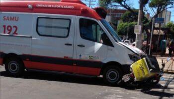 Motociclista é atingido por ambulância no centro de Campo Grande