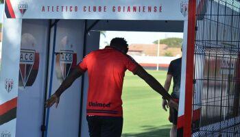Atlético-GO tem quatro jogadores com covid e vai desfalcado contra o Flamengo