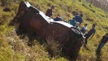 Mulher bate picape de frente com caminhão e morre na hora em Dourados