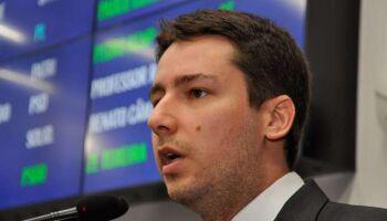 Deputado toma pau e Justiça libera curso sobre 'golpe de 2016' na UEMS