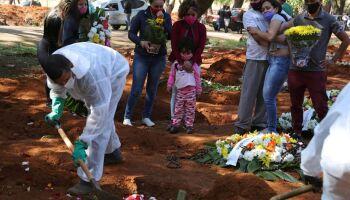 Brasil registra 572 novas mortes por covid-19 em 24 horas
