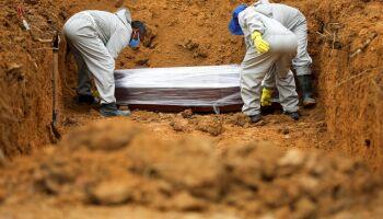 Com mais 1079 mortes, Brasil se aproxima dos 100 mil óbitos pela covid-19