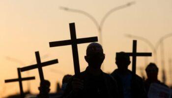 Brasil volta a ter mais mortes pela covid e total chega a 103 mil