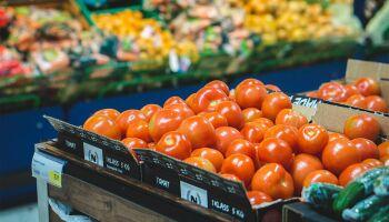 Pesquisa aponta que maioria dos beneficiários usa auxílio emergencial para comprar comida