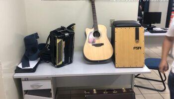 Polícia fecha festa no Dhama, prende proprietário por bagunça e músico por desacato