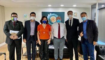 Ministro da Saúde recebe defensores do 'ozônio no ânus' para combater a covid