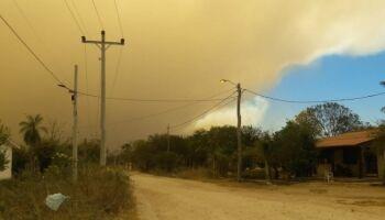 Fumaça de queimadas na Bolívia invade Corumbá e gera cena impressionante