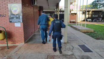 VÍDEO: nu, homem é preso após armar confusão em motel e quebrar vários quartos