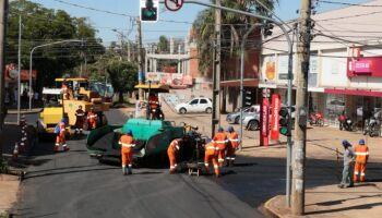 Obras de recapeamento continuaram neste sábado na Capital
