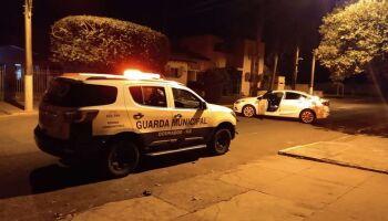'Pega ladrão': grupo é flagrado furtando carro e acaba na delegacia em Dourados