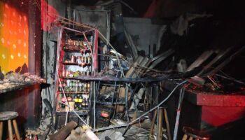 Incêndio destrói lanchonete e loja com onze motocicletas em Dourados