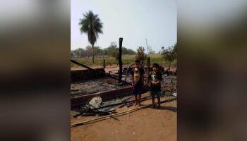 Família com 6 crianças perde tudo em incêndio durante parto da caçula