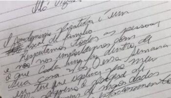 """Após casal gay andar de mãos dadas, vizinho envia bilhete: """"Local de família"""""""
