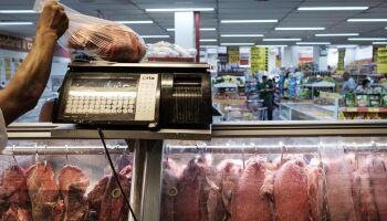 Adeus, churrasco! Carne bovina e cortes de frango sobem até 50% em Campo Grande