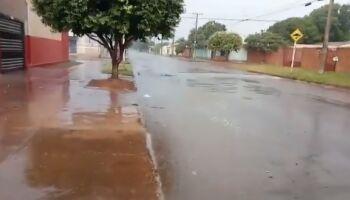 VÍDEO: oi sumida: chuva chega em bairro de Campo Grande e traz alívio a moradores