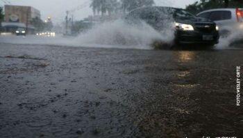 Apesar de fracas, chuvas continuam na terça e deixam clima fresquinho em Campo Grande