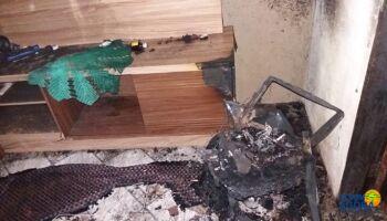 Casal tem casa incendiada após briga por som alto