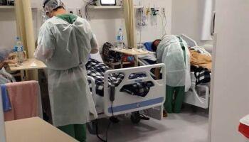 Mortes diárias por covid-19 ainda são altas e total já chega a 139 mil no Brasil