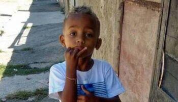 Menino morto após queda de postes é enterrado no RJ e mãe lamenta: 'meu Samuca'