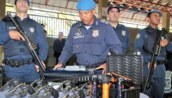 Guardas metropolitanos passam por capacitação para uso de espingarda calibre 12