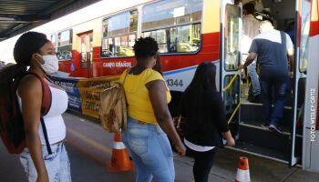 Prefeitura aumenta para 30% lotação de passageiros em pé nos transportes coletivo