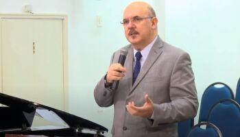 Ministro da Educação diz que muitos gays 'vêm de famílias desajustadas'