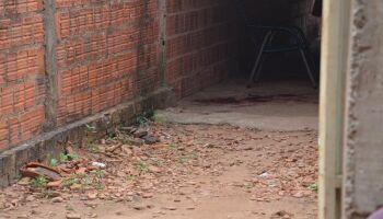 Eita pêga: mulher chama vizinha de'macaca' e 'galinha de macumba' em Anastácio