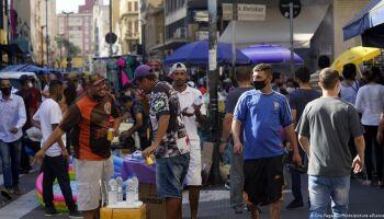 Brasil registra mais 335 mortes ligadas à covid-19