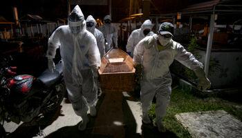 Mais 829 brasileiros morrem de covid-19 nesta quinta-feira, diz Ministério da Saúde