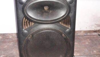 PM acaba com festa 'pancadão' e apreende aparelho de som