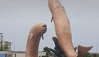 Escultura era para ser peixes gigantes, mas gerou revolta por parecer outra coisa