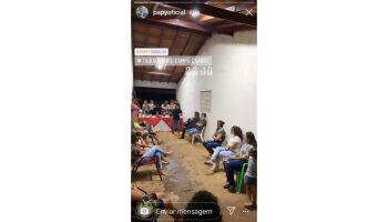 Papy é flagrado em reunião com comes e bebes e explica: encontro da igreja