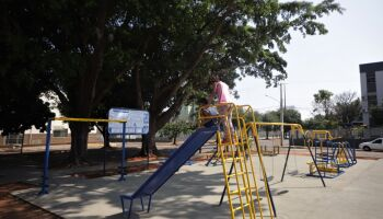 Pra família toda: novas academias ao ar livre ganham brinquedos para crianças