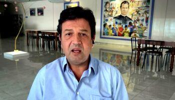 'Eu ligava, ele não atendia', diz Mandetta sobre relação com Paulo Guedes