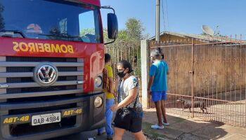 Casa pega fogo e assusta neta e avó em bairro de Campo Grande