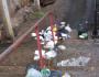 Bebê é encontrado por moradores dentro de saco plástico em meio ao lixo