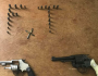 Primos são presos com armas e munições; um deles é suspeito de cometer assaltos em MS