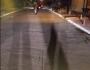 Menina de 1 ano que foi atropelada e arrastada pela rua morre no hospital