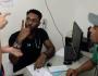 Médico surpreende casal surdo ao usar Libras em atendimento de emergência