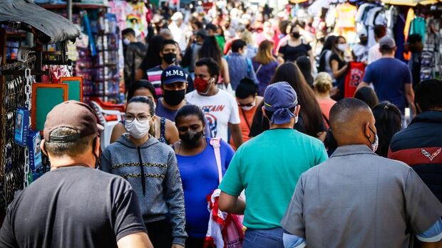 COVID: Brasil registra mais 432 mortes e chega a 156.903 óbitos