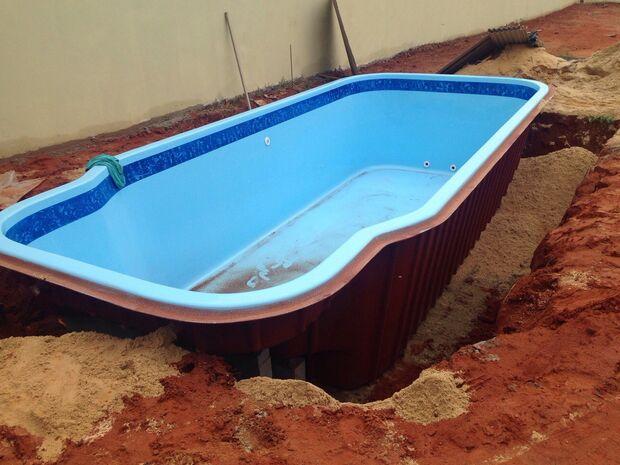 Ladrões tentam furtar piscina de casa em reforma