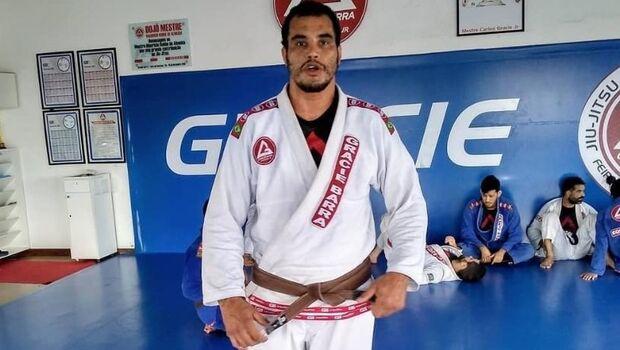 Campeão de jiu-jitsu morre engasgado com pedaço de carne na Bahia