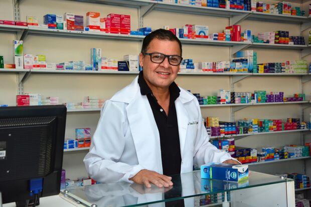 Candidato de Costa Rica é dono da distribuição de remédios há oito anos