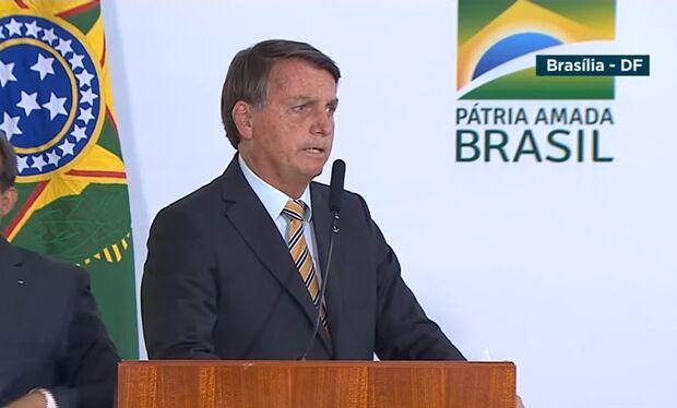 Bolsonaro critica falas de Joe Biden e sugere: 'quando acabar a saliva, tem que ter pólvora'